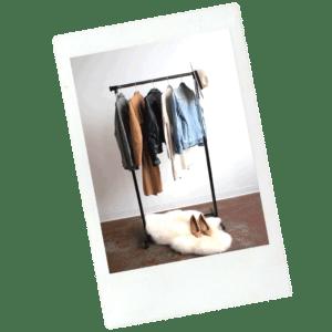 penderie avec des articles de mode